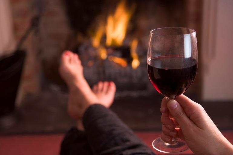 haard en rode wijn