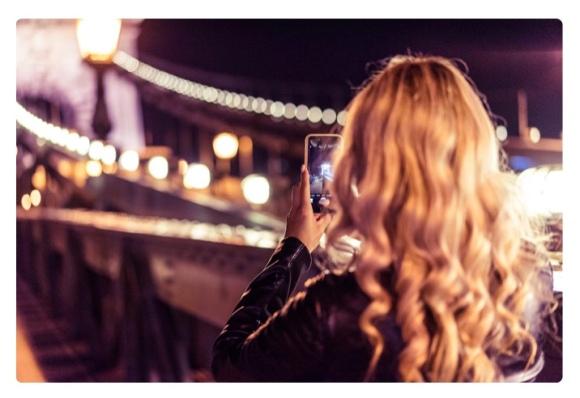 meisje met phone