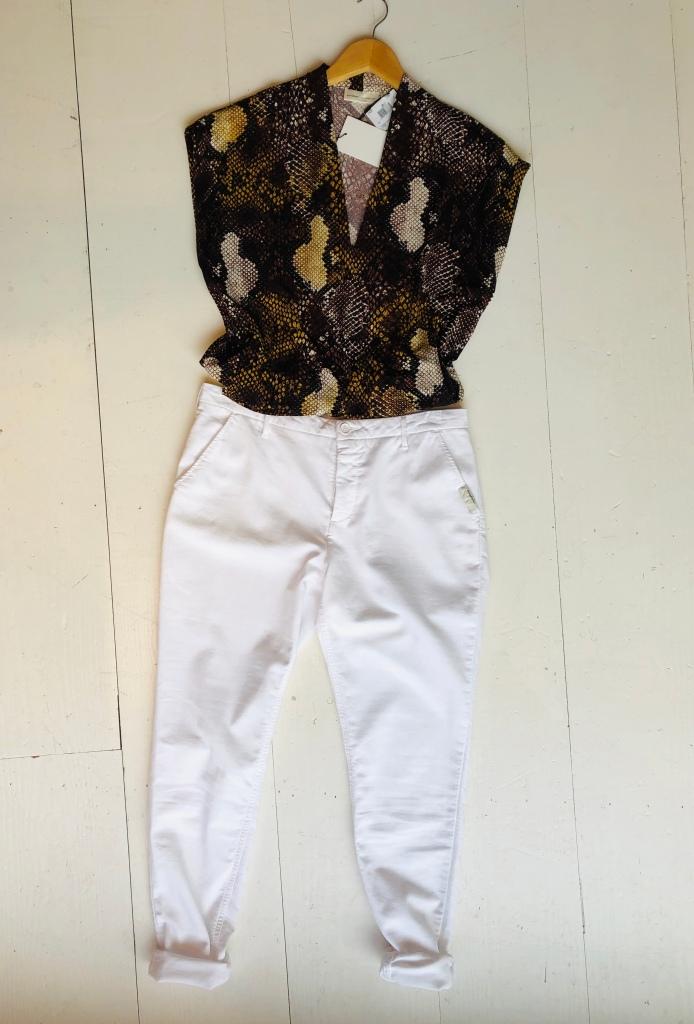 slangenprint t-shirt bruin van In Wear